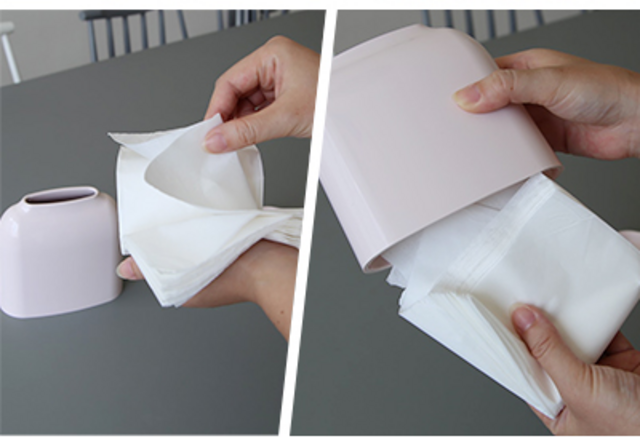 底面のフタはつめをひっかけてはずすことができます。 ティッシュペーパーをケースのサイズに合わせて二つ折りにして入れるだけ。(ちょっと少ないくらいが丁度いいです)