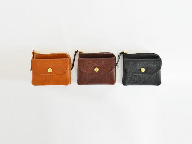 色はキャメル、ダークブラウン、ブラックと、オーソドックスな3色です。