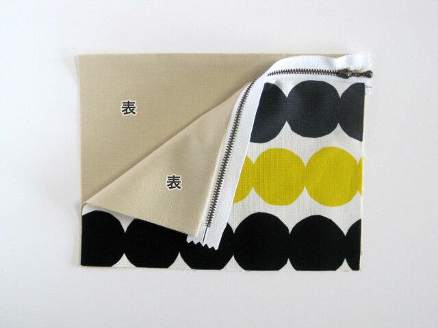 (7) もう一方を同様に縫い付けるために、裏地の表面に⑥を重ねます。 ※裏地同士が表面で向かい合います。