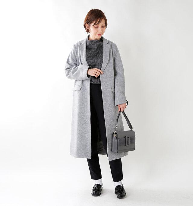 model yama:167cm / 49kg color : gray / size : F   毎年着られるコートをテーマに作られた、飽きのこないデザイン。着回しがきくアイテムです。