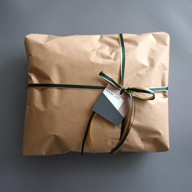 箱に入らないものは包装紙でお包みいたします。