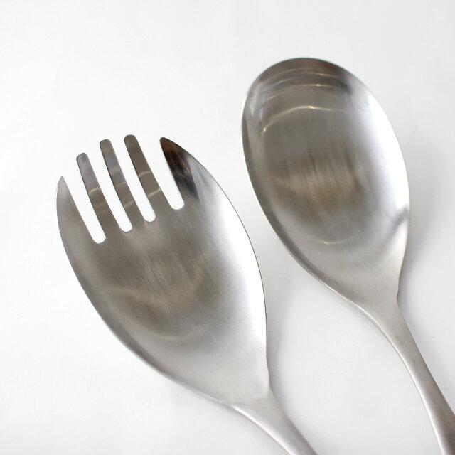 フォークは汁気の多い料理でも汁を切りながら掬うことができます。スプーンと併用すれば、サラダやパスタの取り分けにもお使いいただけます。