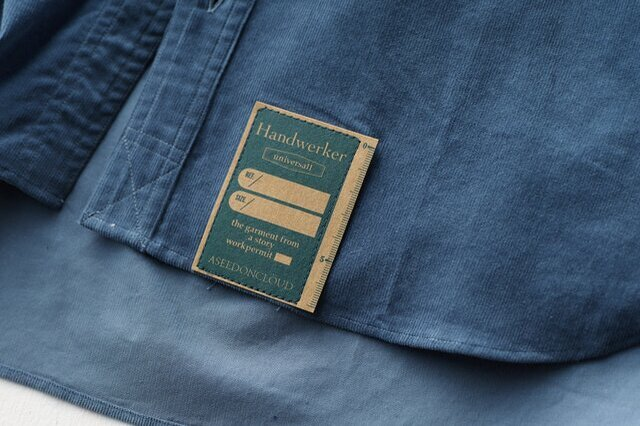 Handwerkerコレクション定番の紙パッチを裾に配置、これは取り外さざすに洗濯いただけます。