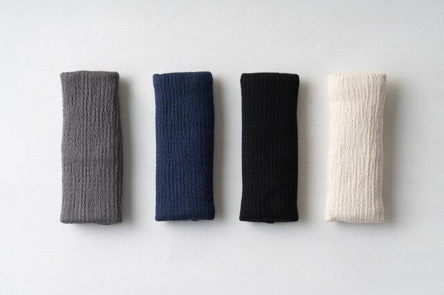 カラーは、グレー・ネイビー・黒・生成りの4種類です。