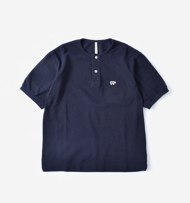 color : navy