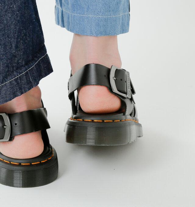 厚みのあるソールが衝撃を吸収。ベルトがしっかりと足をホールドして、アクティブな動きにも対応。 優れたクッション性で歩行サポートし、長時間歩いても疲れにくい仕様です。