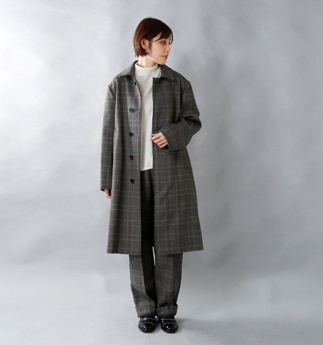 スタンドフォールカラーコートと同じ生地を使用しています。 ジャケット+ボトムではなくあえてコート+ボトムでのセットアップスタイルも新鮮ですね。