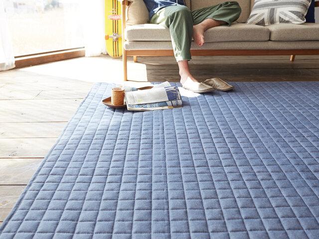 ホットカーペットや床暖房の上にでもご使用頂けるよう耐熱加工を施しておりますので、オールシーズンお使い頂けます。男性のお部屋にもお洒落にかっこよくスタイリング可能です。