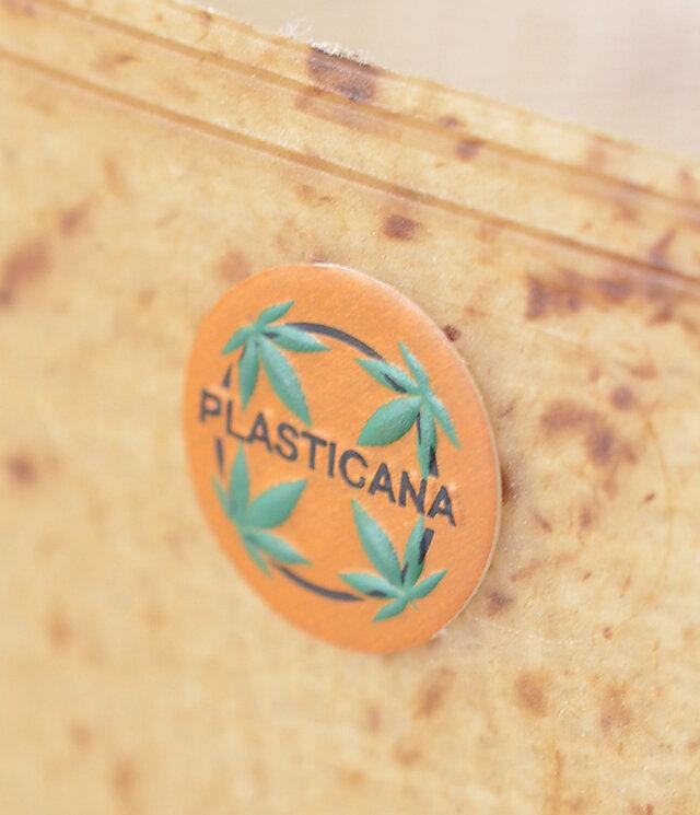 ワンポイントのブランドロゴ。ヘンプのイラストがかわいいですね♪細かなヘンプが樹脂の中から透けて見え、プラスティック素材に温かみを与えてくれます。