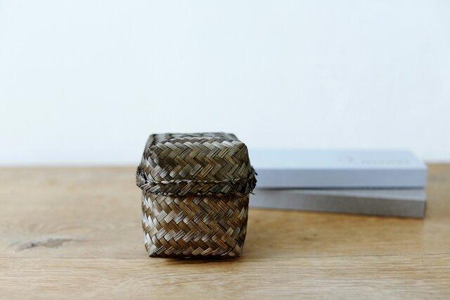 手のひらサイズでコロンと可愛らしい、詰め合わせギフト用の竹籠。食べ終わった後には、小物入れとしても使えます◎