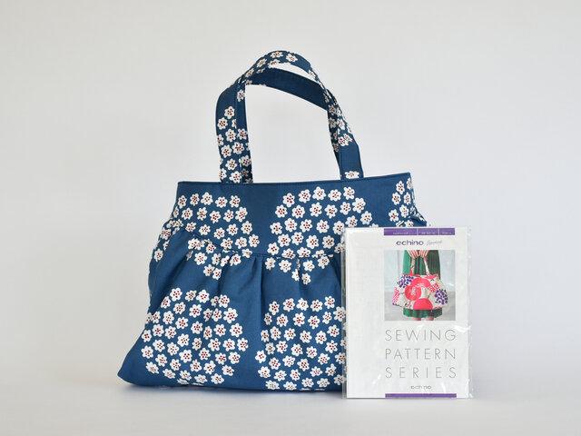 ちょっとしたスキマ時間にバッグ作り♪大柄の生地を使って、大胆なバッグを仕上げるのもいいですね。PUKETTI:ブルーの生地で製作しました。