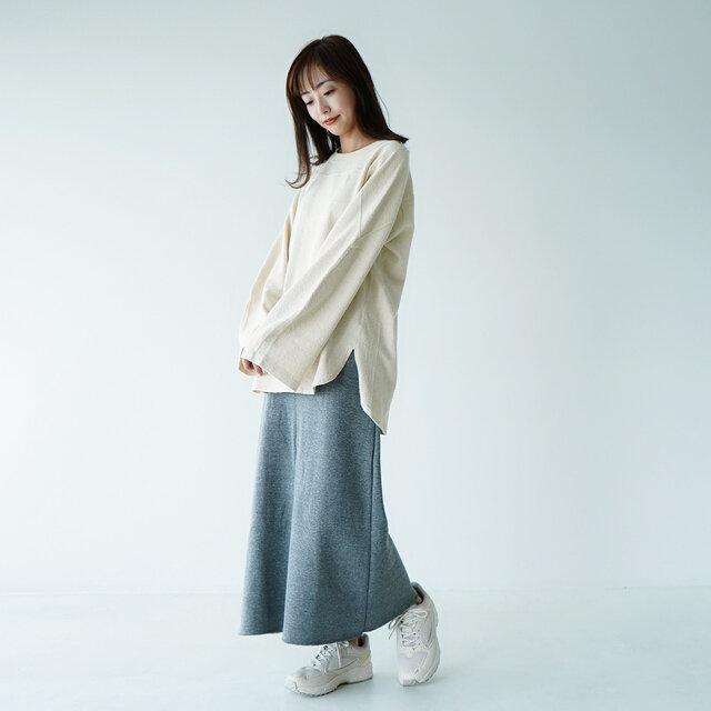 着用カラー:ecru