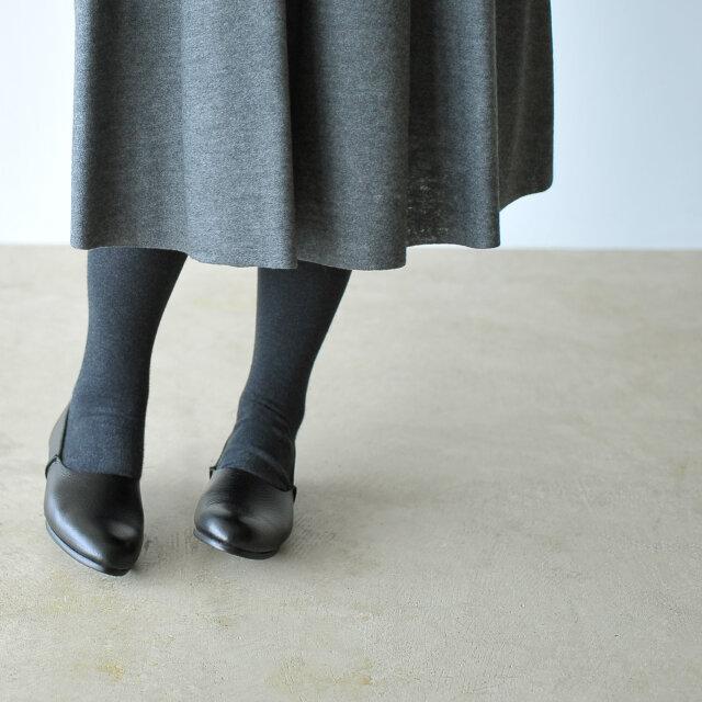 スタイリングを足元から品よくクラスアップしてくれる優秀アイテム。 大人の女性におすすめしたい一足に仕上がっています。
