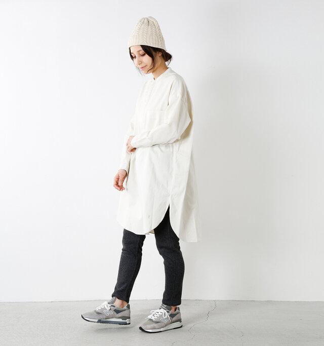 model yama:167cm / 49kg color : off white / size : 12   ベーシックなカラー展開で、コーディネートしやすいお色が揃っています。スタイルアップ効果も抜群。生地にハリがあり、きれいなかたちがキープされるので、ボーイズライクな雰囲気で着てもどこか上品な印象が漂います。プレーンなデザインでどんなトップスにも合わせやすいです。