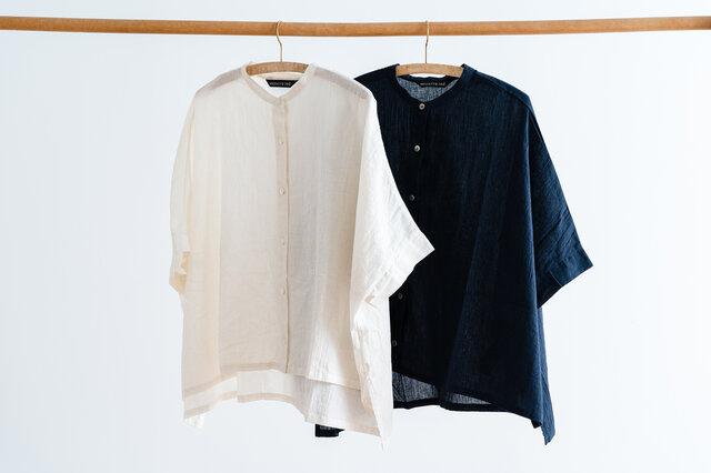 カラーは、あたたかみのあるホワイトと深みのあるネイビーの2色。 デイリーユースしたい夏のシャツとしておすすめの一枚です◎