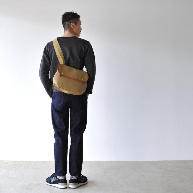 モデル:173cm / 58kg color : khaki / size : one