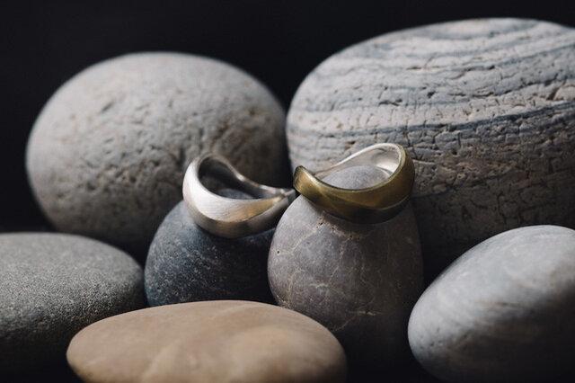 左:silverシルバー 右:brass真鍮