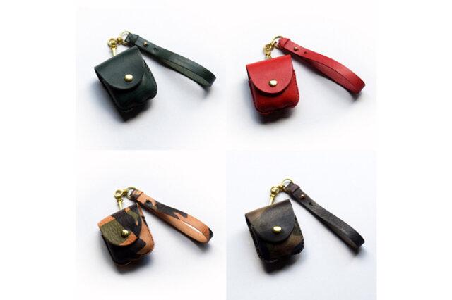 (左上から時計回りに)グリーン、レッド、カモフラージュグレー、カモフラージュブラウン