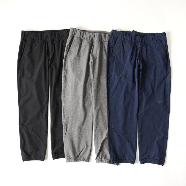 カラーはブラック、アーバンネイビー、ミックスチャコールの3色展開。都会的なカラーリングは普段のパンツと変わらず気軽に使いまわしやすいです。