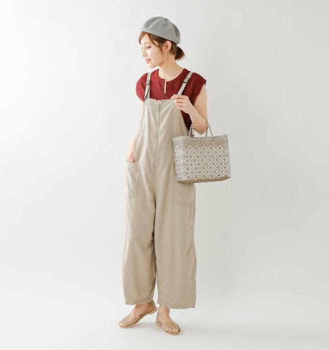 model mei:165cm / 50kg color : nude / size : 38  丁寧に編みこまれたメッシュは通気性が良く、心地よいフィット感。デイリーからリゾートシーンにおすすめの1足です。
