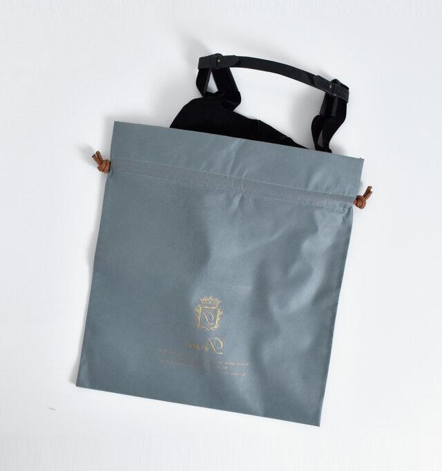 保管に便利な不織布の袋付き。オシャレなデザインなのでプレゼントにも喜ばれますよ。