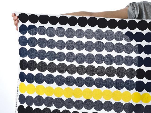 北欧生地おためしハーフカット(マリメッコ)は、サイズ:幅約70cm(生地幅の約半分)×長さは約50cm単位で 1枚からお気軽におためしご注文いただける商品です。   クッションなど布小物を自作される方や、ちょっと生地の色合いや厚みなどを見てみたい場合にもピッタリ!クッションカバーやティッシュカバー、ランチョンマットにコースターなど、様々なオリジナルアイテム作りに♪