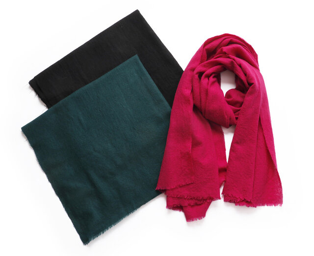 color:ダークグリーン、ブラック、ピンク