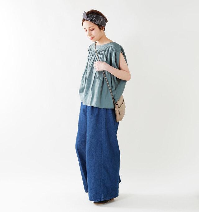 model yama:167cm / 49kg color : gray khaki / size : F