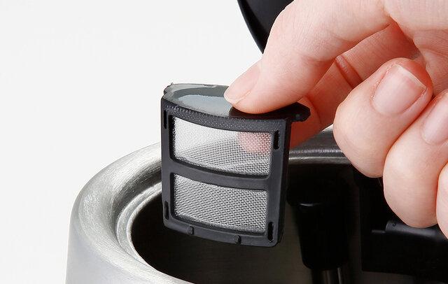 ○注ぎ口フィルタ―付き。 注ぎ口のフィルターは埃の侵入などを防ぎ、注水時の異物混入を防ぎます。また、フィルターは取り外しも可能でお手入も可能です。