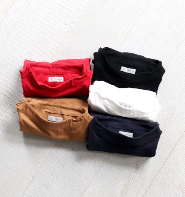 カラーは、鮮やかなレッド、ナチュラルなベージュ、ベーシックなホワイト、ネイビー、ブラックの全5種類。 シンプルなデザインで幅広いコーディネートに合わせやすく、長く愛用できる一枚です。