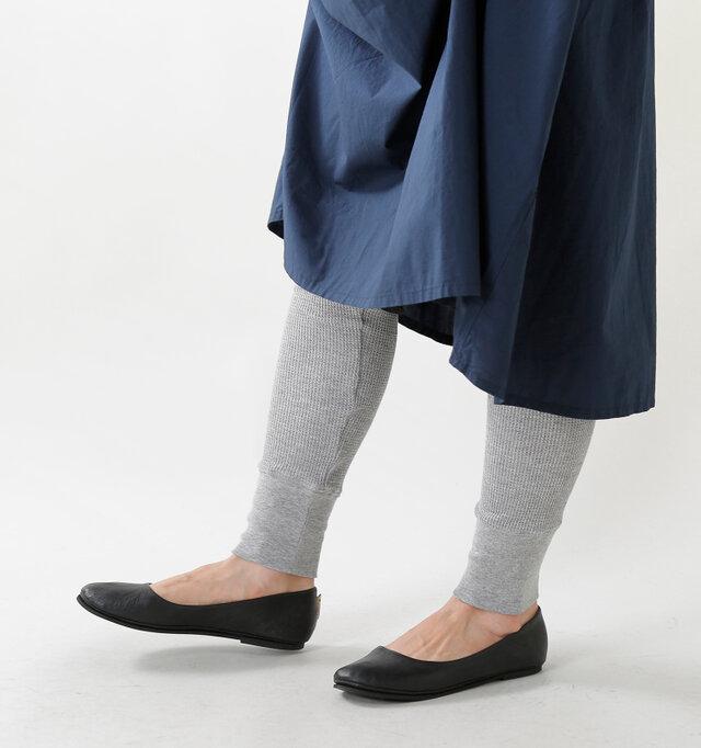 程よいフィット感で冷えやすい足首まですっぽり。防寒対策にもいいですね◎