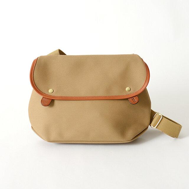 高品質な素材を使用し、職人の卓越した技術で仕立てたバッグ。丈夫な素材を使用しているので型崩れしにくく、使い込むほどに味わいを増していくので長く愛用していただけますよ。