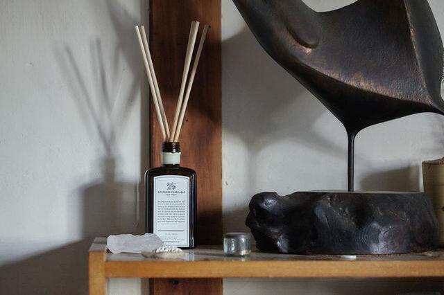 リビングなど解放感のあるお部屋に置くと、香りがふんわりと全体に行きわたりリラックスできる空間に。