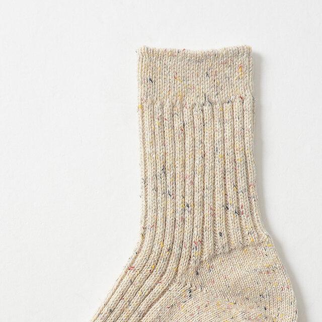 2足目はアンゴラとシルク混のラムウールに、カラーネップでアクセントを入れた紡毛糸を使用。