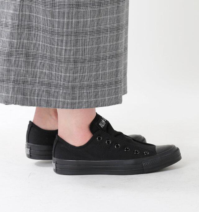 ロータイプならではのスッキリとしたシルエット。足首の見える丈のパンツやスカートと相性◎。シンプルなデザインなので、色・柄の可愛いタイプの靴下で遊んでみるのもオススメ。