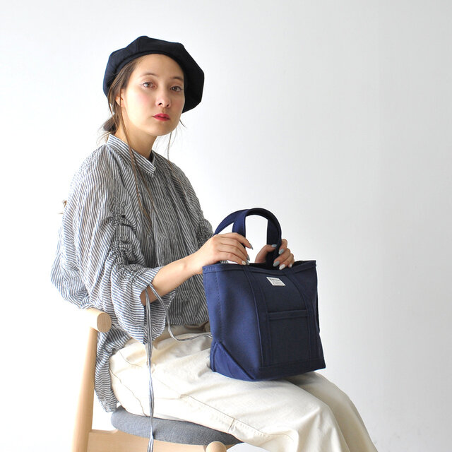 color : navy×navy