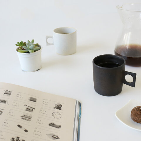 田中啓一|白釉カップ・黒釉カップ