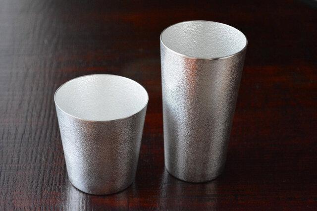 左:タンブラー、右:ビアカップ