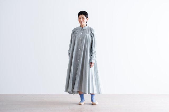 ブルーグレー着用、モデル身長:157cm