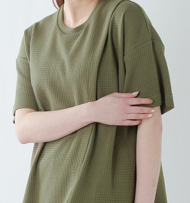 インナーにシャツなども差し込みやすく春先のレイヤードスタイルなどにも重宝しますよ。