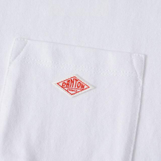 ロゴワッペン付きの胸ポケットがワンポイントに。