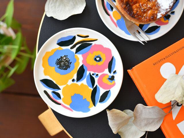 ちょっとした逸品を盛り付けたり、マフィンなどのお菓子皿、そして取り皿として便利な一枚です。