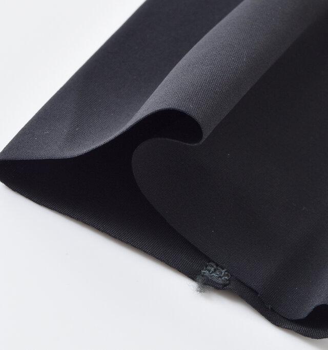 装着部分はシームレスになっており、縫製がないので締め付けず快適です。