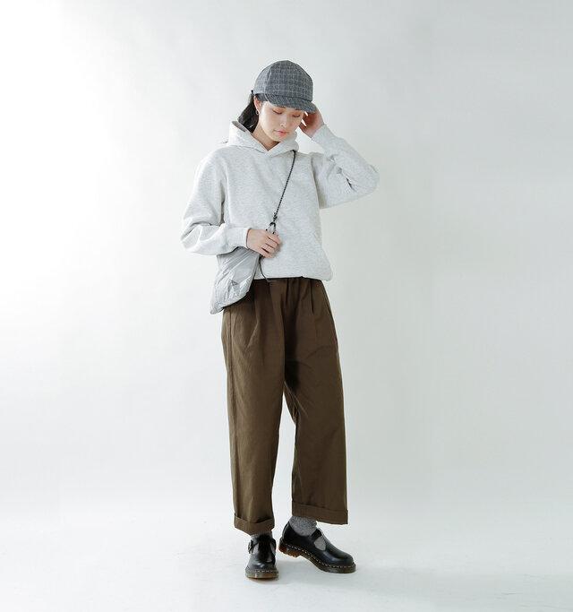 model kanae:167cm / 48kg color : black smooth / size : 5    シーズン問わずに使いやすいデザインです。マニッシュスタイルや甘辛MIXのスタイルにもぴったり。