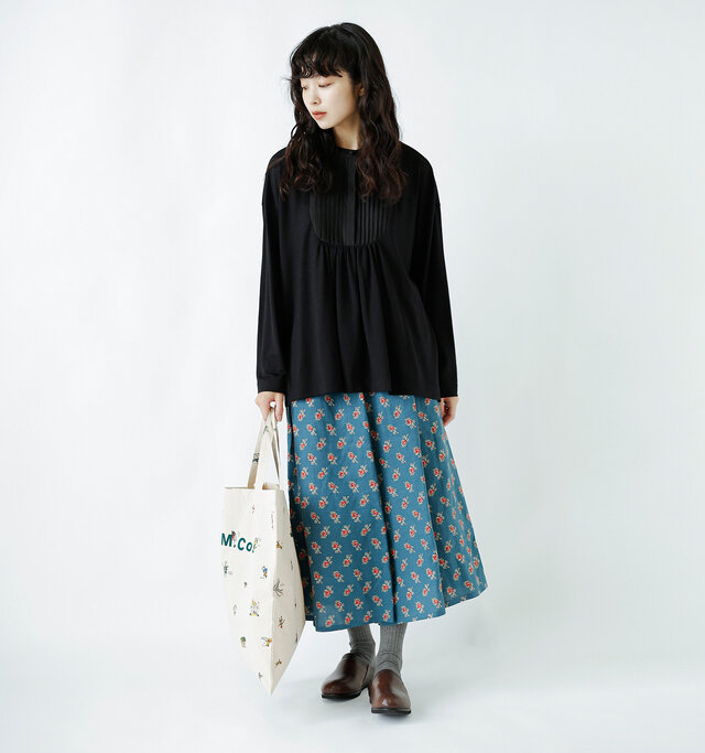 model:162cm / 47kg color : black/ size : F