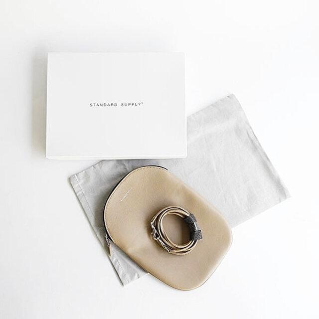 オリジナルの箱に入れてお届けします。シンプルで品のある革小物は、プレゼントにもぴったりです。