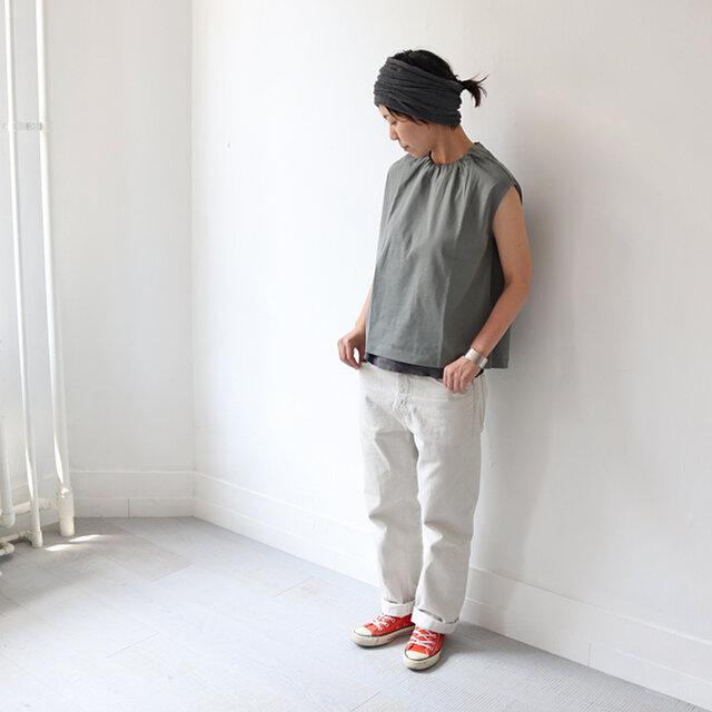 セージグリーン (ほぼグレーです) 着用、モデル身長:160cm