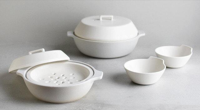 土鍋のサイズは1.2Lと2.5Lの2サイズ。目安として1.2Lは約2~3人用、2.5Lは約4~6人用。また、コーディネートしやすい同じ素材のとんすいもあるので、揃えると食卓に統一感が生まれます。