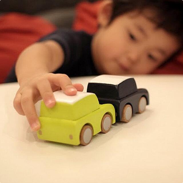 小さい子にも手になじむ大きさなので、おとこの子はもちろん、おんなの子も一緒に楽しく遊べます。