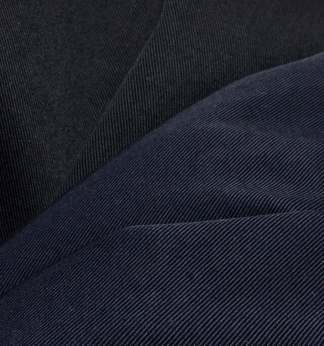 クールでモダンな風合いの綾織りが特徴のナイロンチノクロス。するりとなめらかな肌触りです。